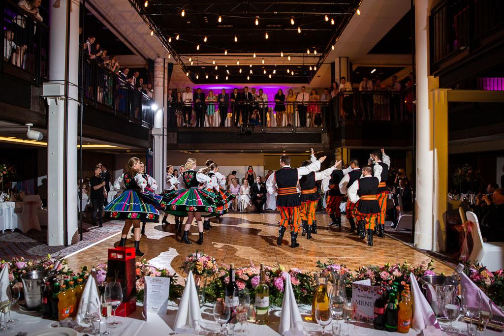 pokaz tanca polklorystycznego na weselu w Bristol Tradition & Luxury